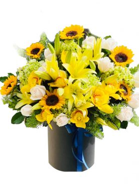 Vibrant Arrangement of Mix Flowers